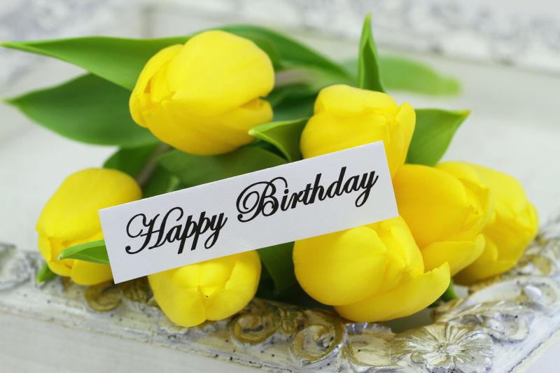 黄色花束与生日贺卡