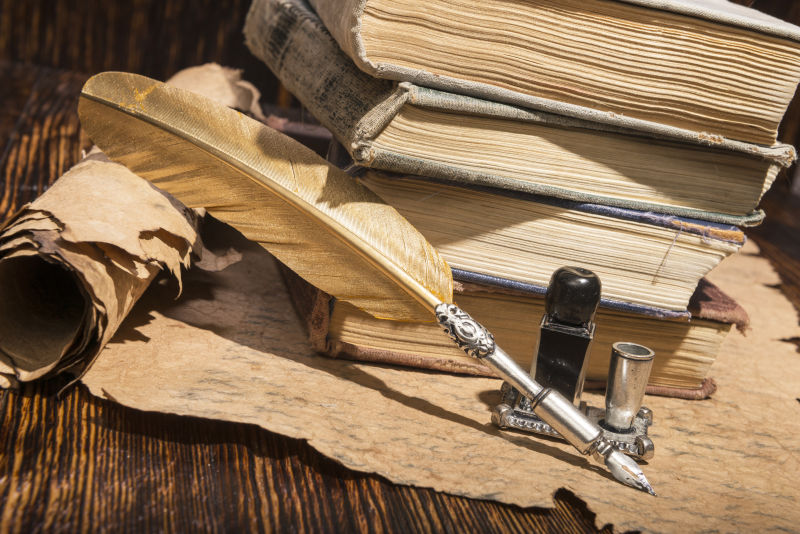 老式金笔和古老手稿