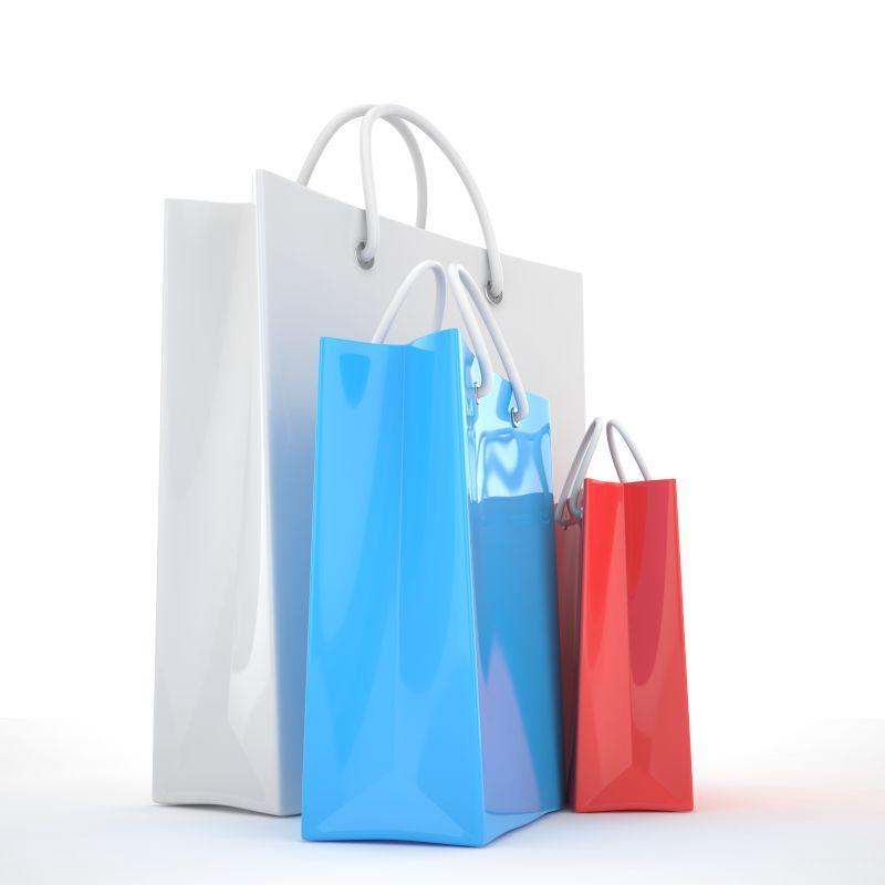 白色背景下的彩色纸质购物袋