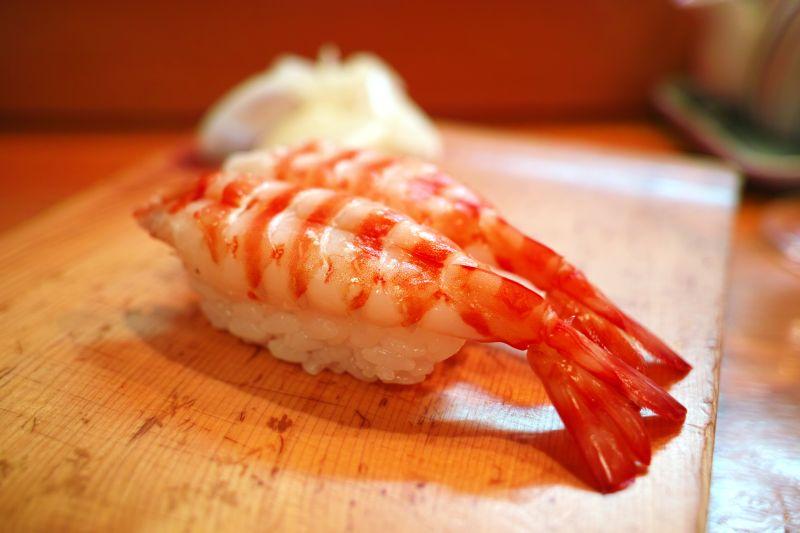 一对虾仁寿司