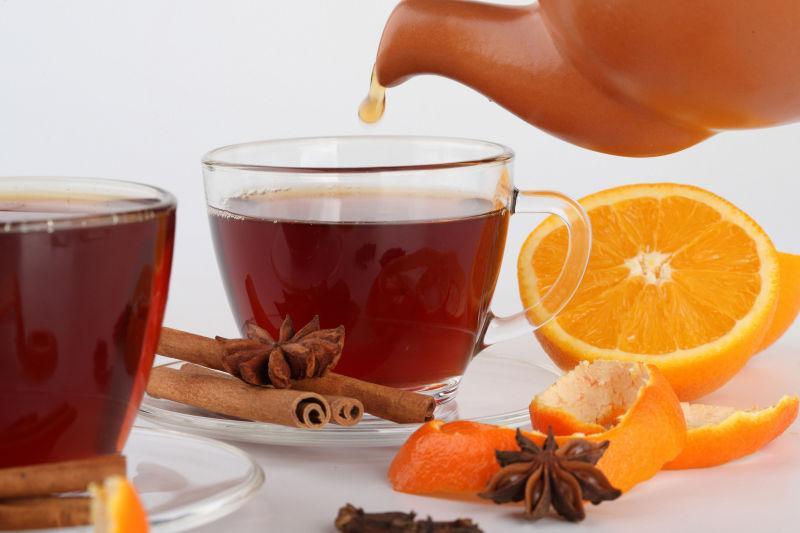 倾倒水果茶
