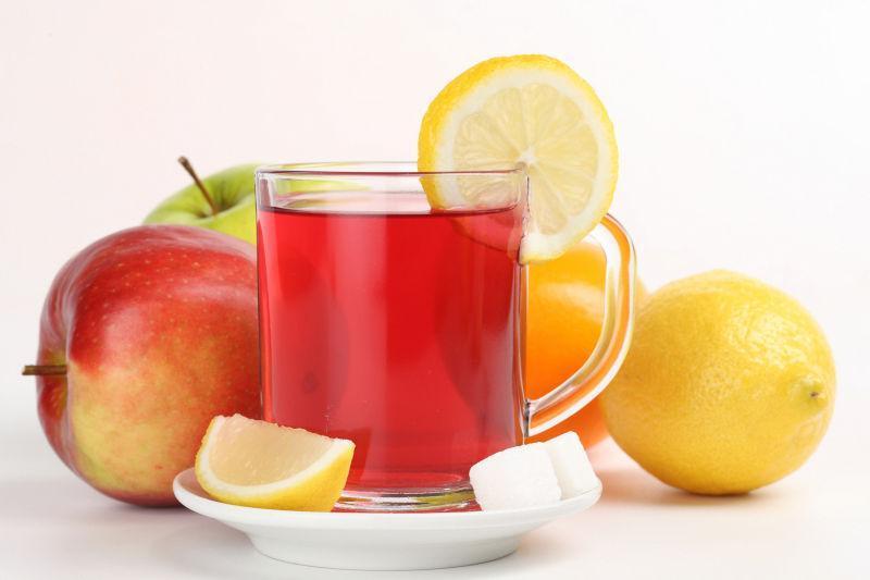 一杯柠檬水果茶