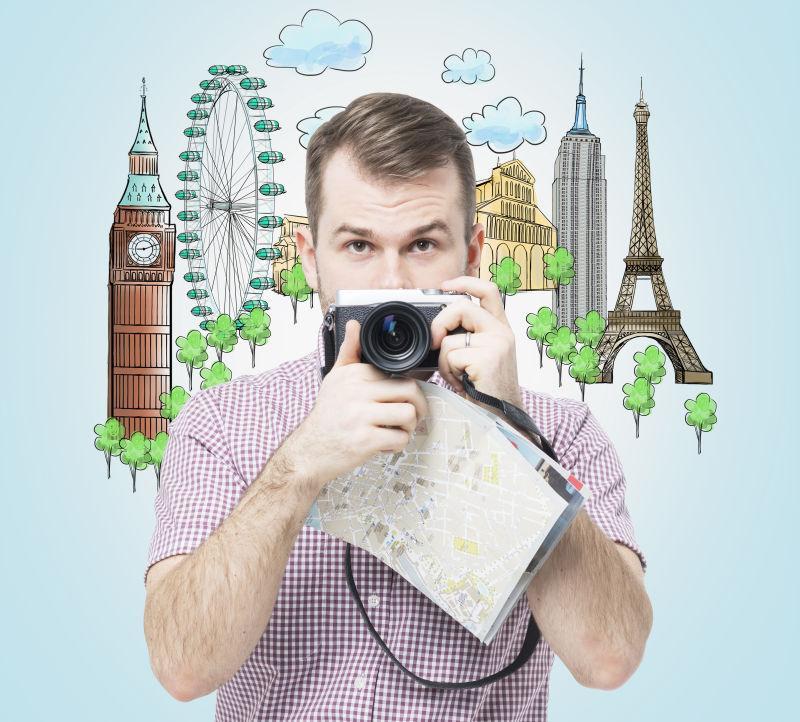 一位带着相机的英俊游客的的旅游景点