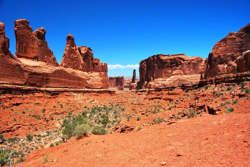 美国西部的沙漠拱门冒险之旅