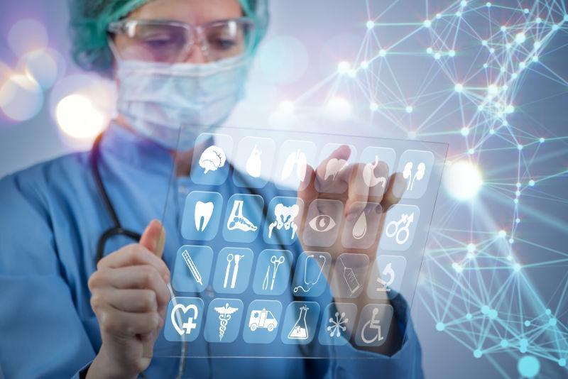女医生用各种医用图标按压