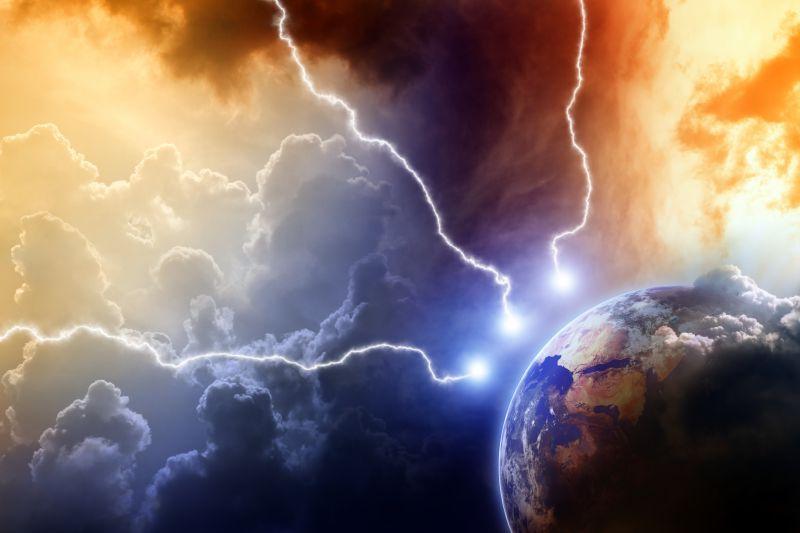 三个击向地球的可怕闪电