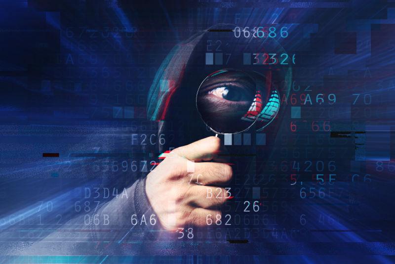 拿着放大镜窃取信息的黑客