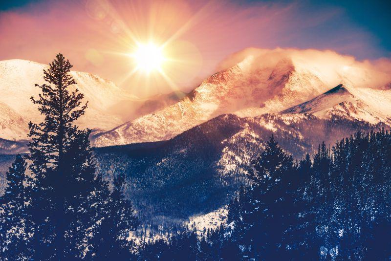 雪山上的日出