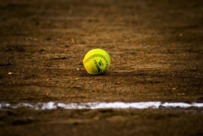 粉笔线内的棒球