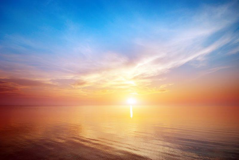 美丽的海景日落