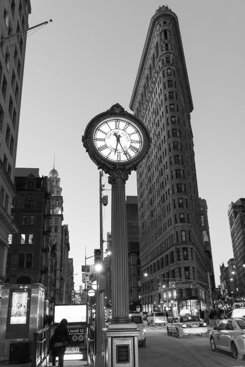 纽约熨斗和第五大道钟黑白景观