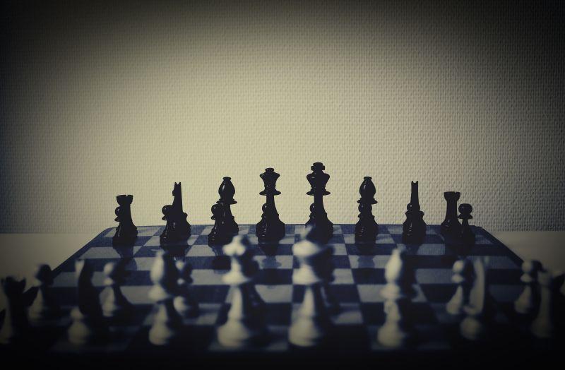 昏暗背景国际象棋