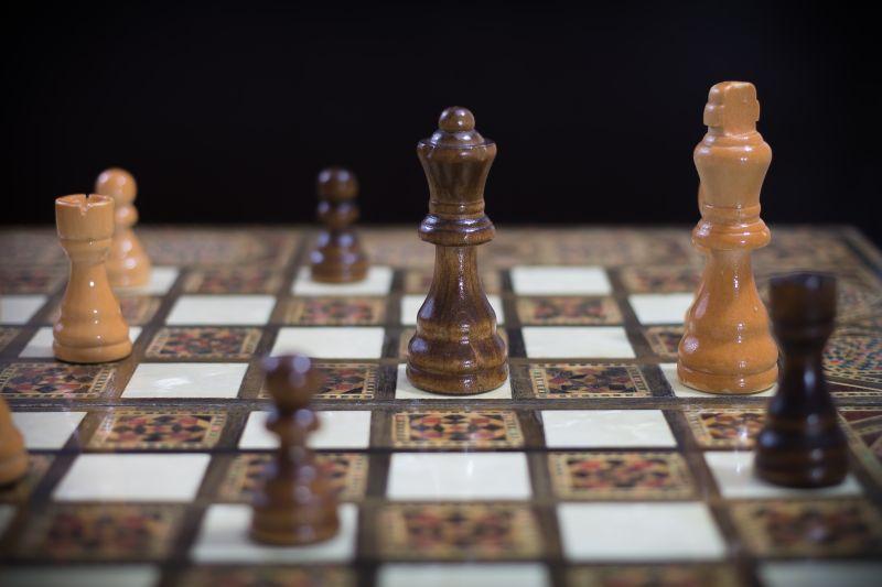 黑色背景国际象棋棋盘