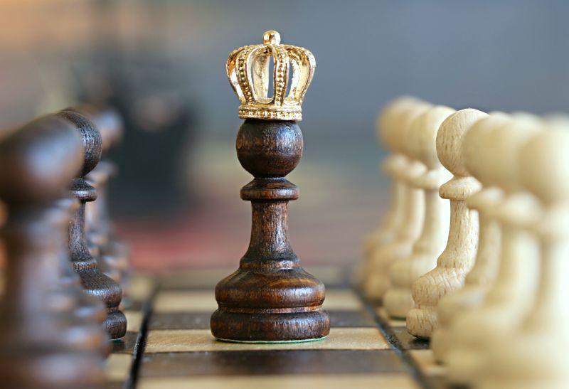 虚化背景国际象棋棋子