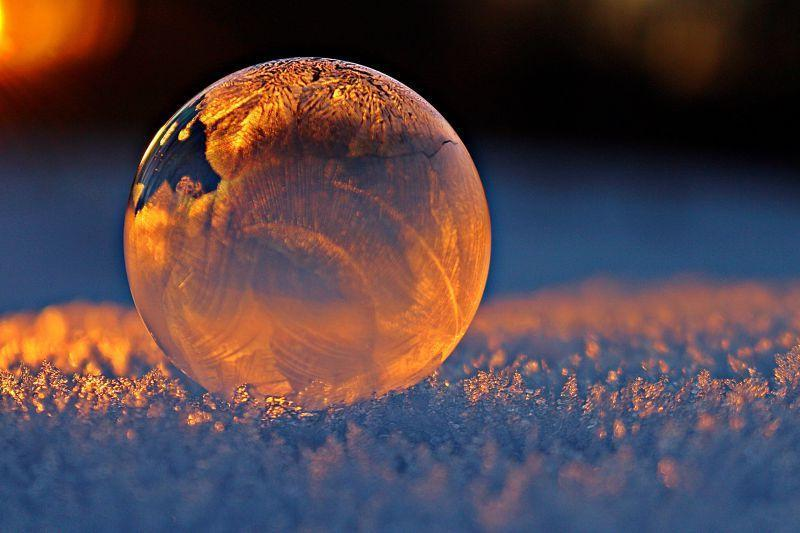 雪地上的水晶泡泡