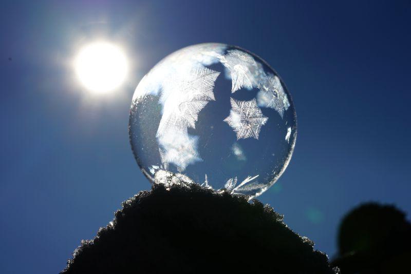阳光下的水晶泡泡