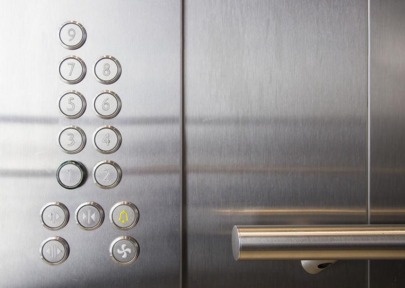 电梯内部的按钮
