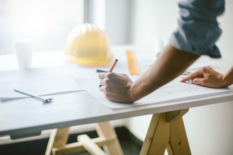 工作中的建筑工程师