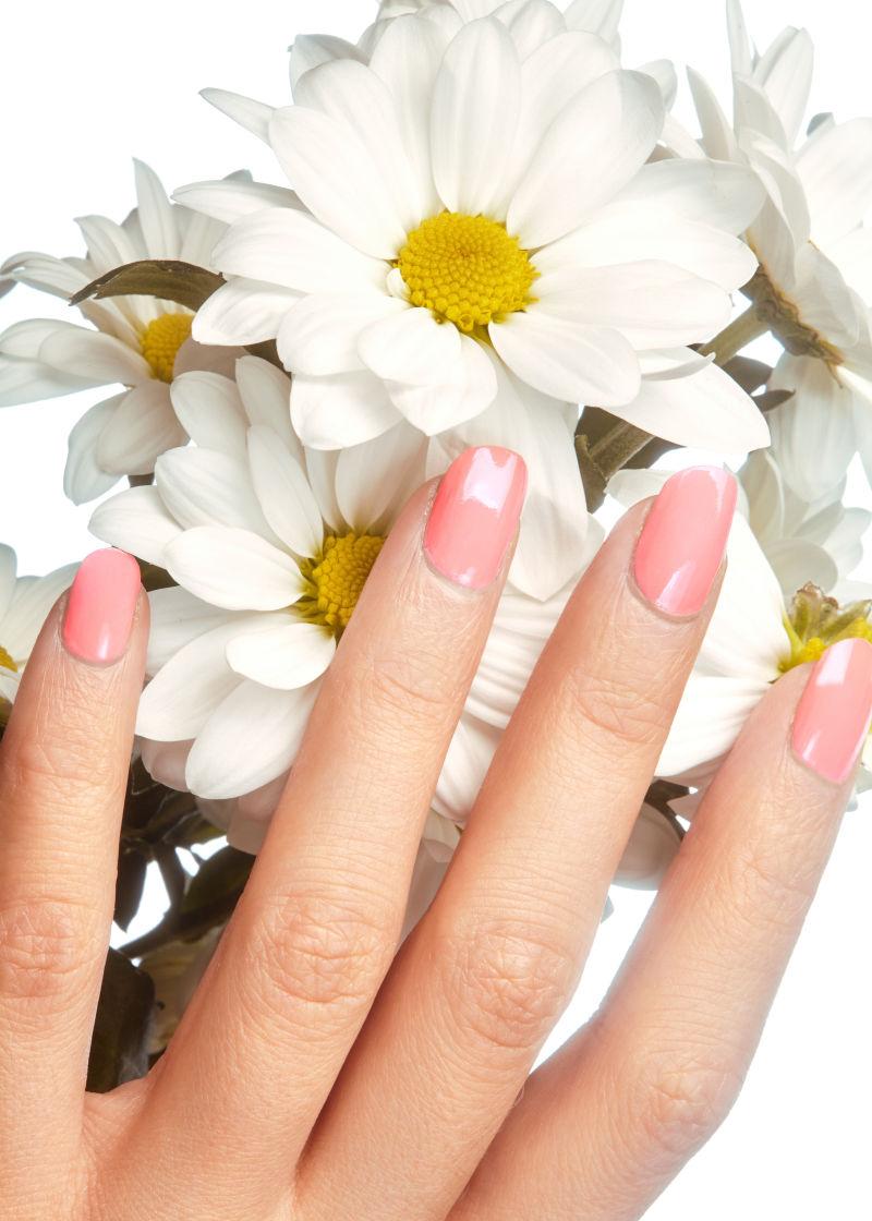 粉红色的指甲
