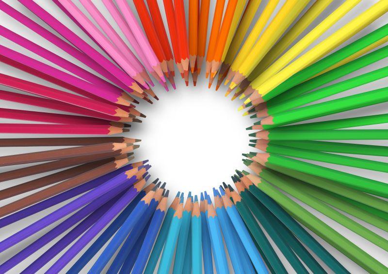 围成圈的大量彩色铅笔