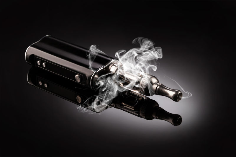 黑色精致的电子烟