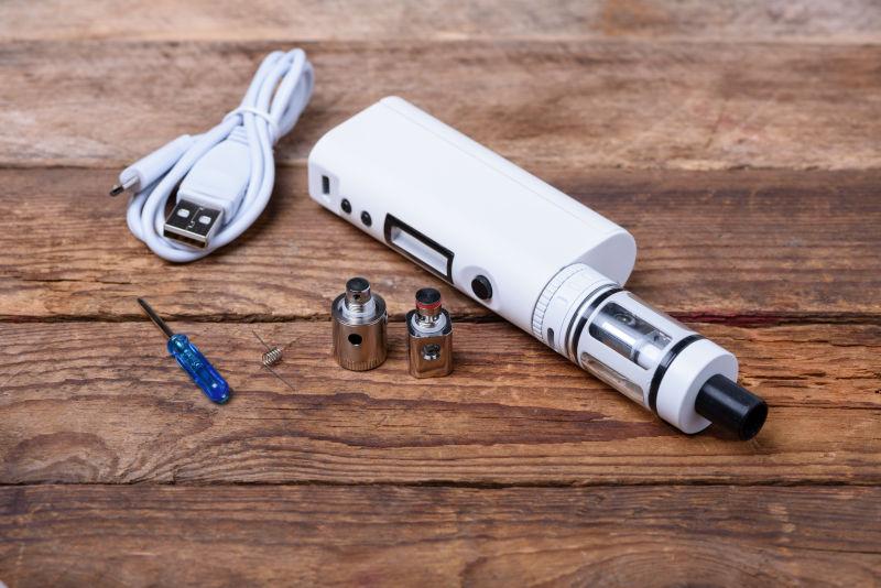 白色的电子烟