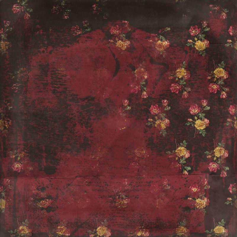 深红色背景上的鲜花图案