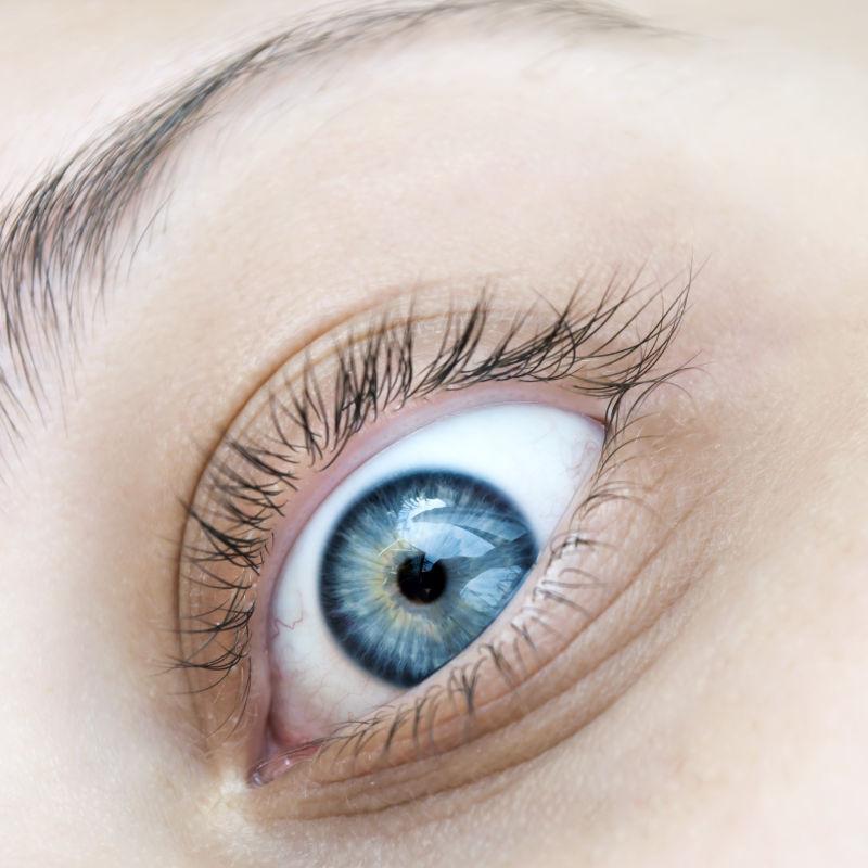 特写蓝色眼睛
