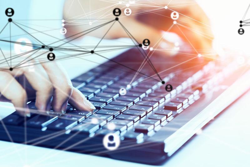 一双手在键盘上打字呈现的社会关系概念
