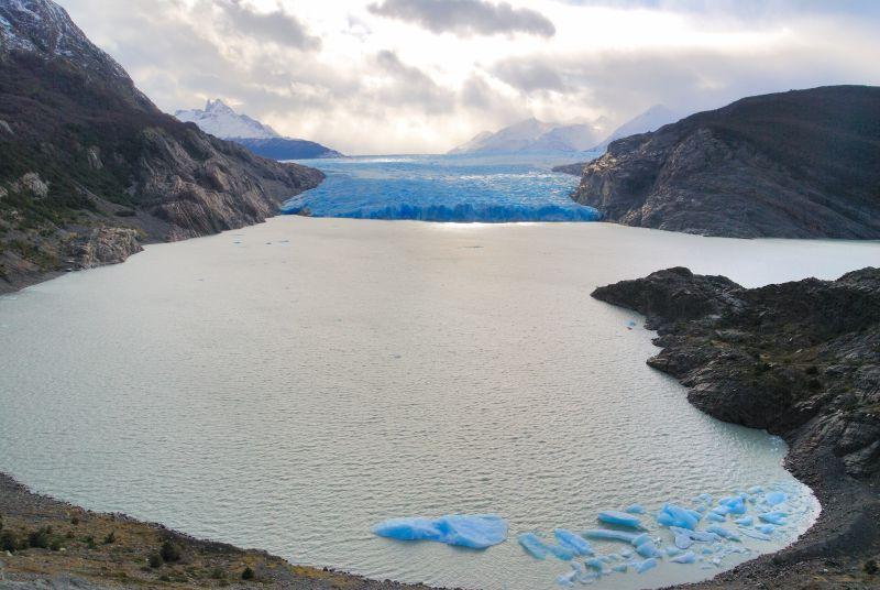 冬天结冰的湖泊