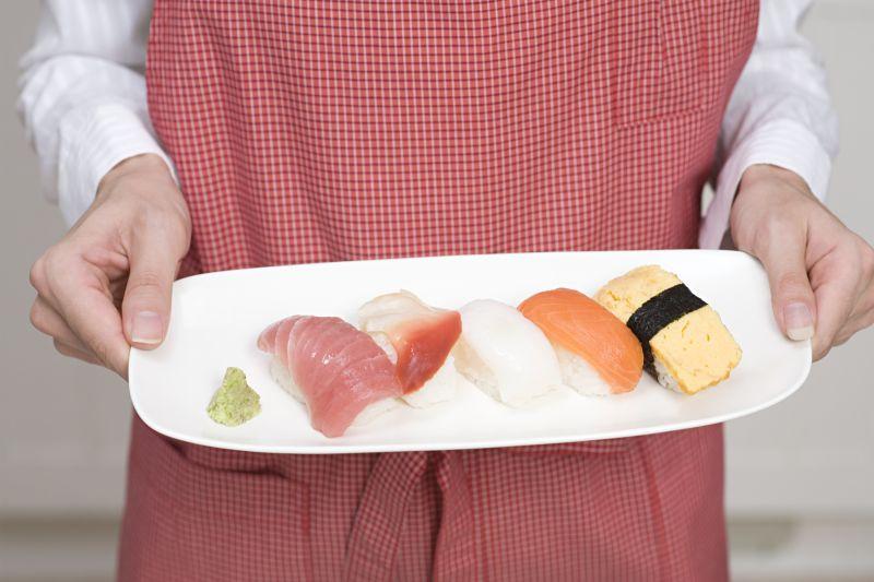 盘子上拿寿司