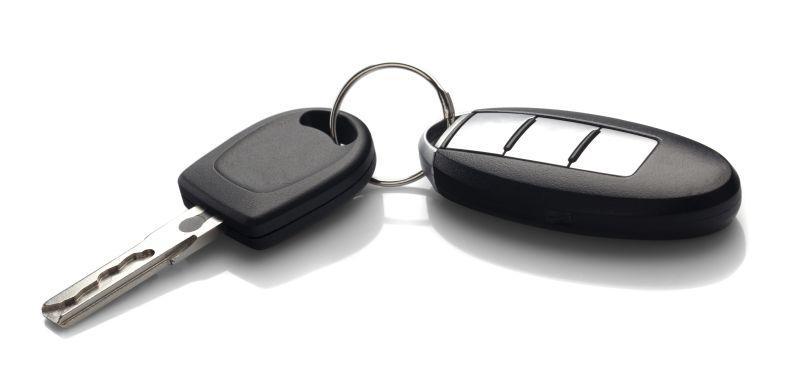 白色背景中的汽车钥匙