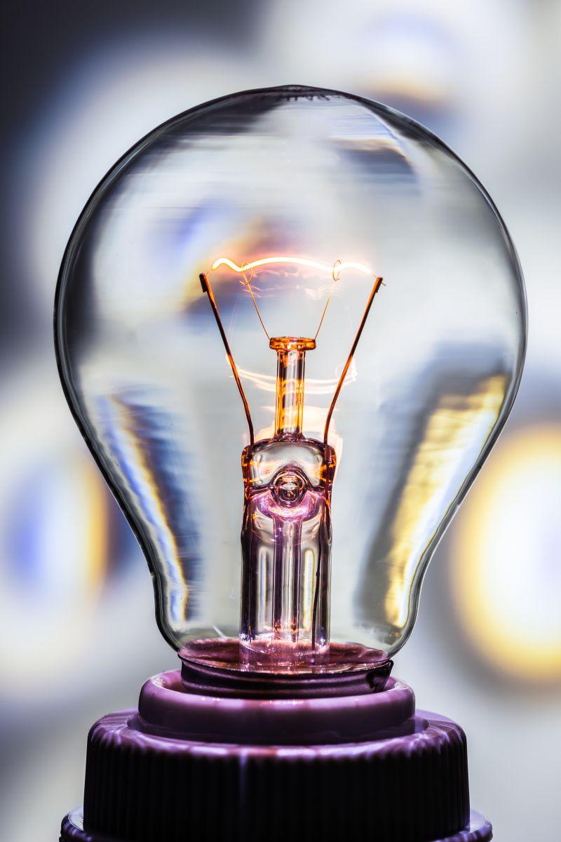 奖杯形状的电灯泡