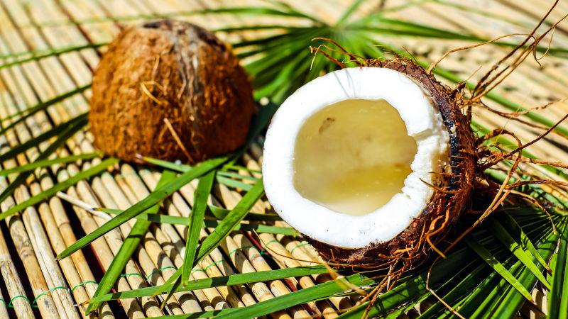 切半的椰子壳