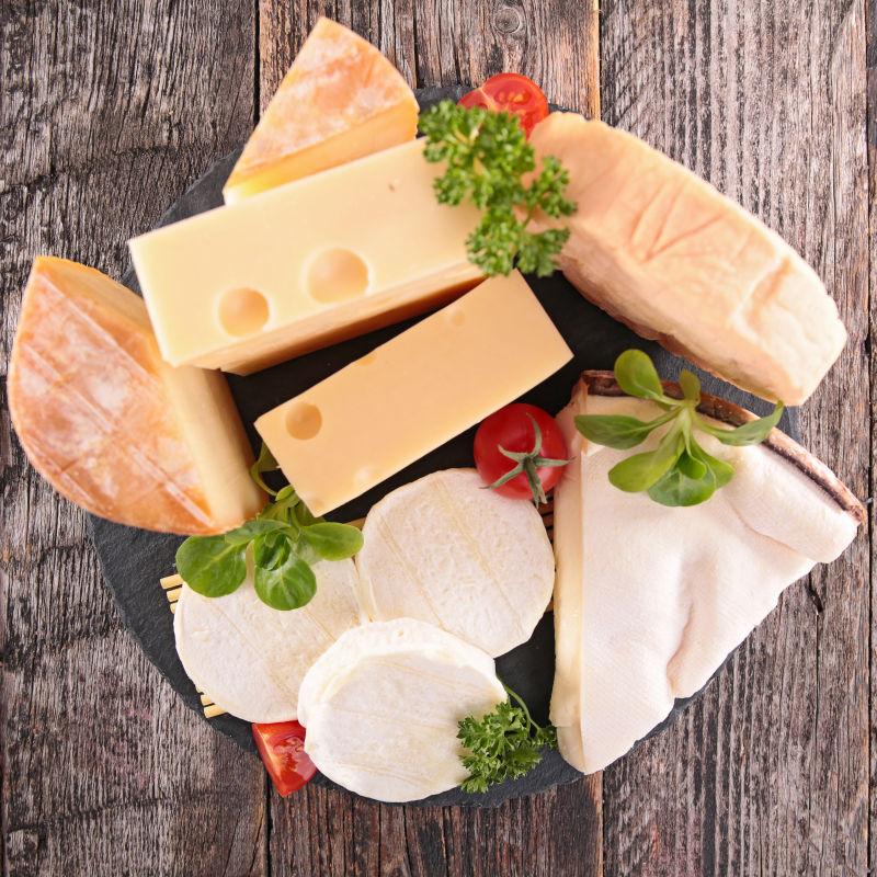 不同类型的奶酪块
