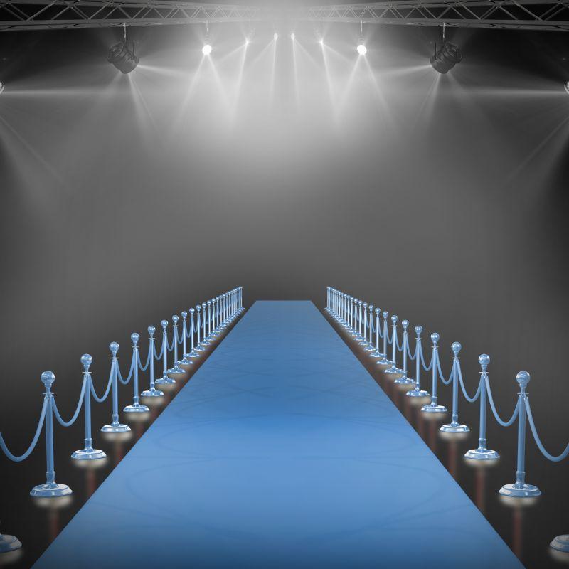 聚光灯下的蓝色走毯