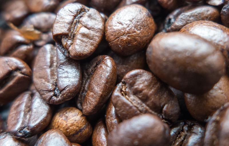 堆放一起的咖啡豆