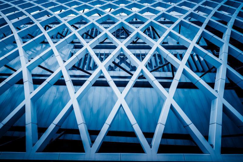 蓝色色调的办公摩天大楼