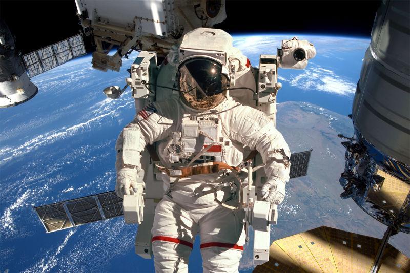 宇航员与国际空间站