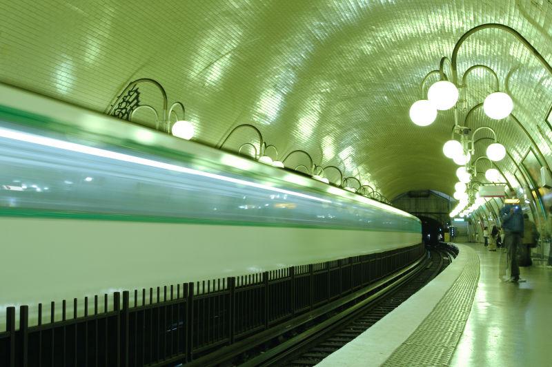 美丽的巴黎地铁车站