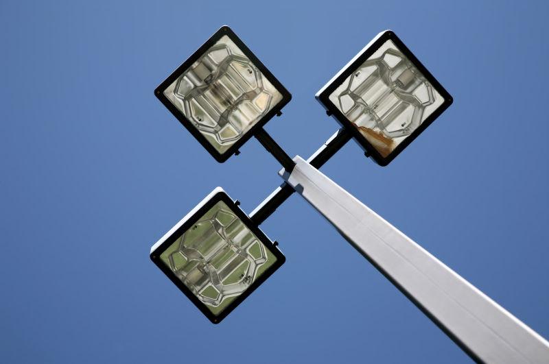 新型三盏路灯
