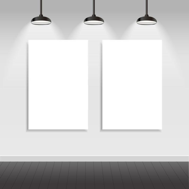 有吊灯照明的墙上的空架子