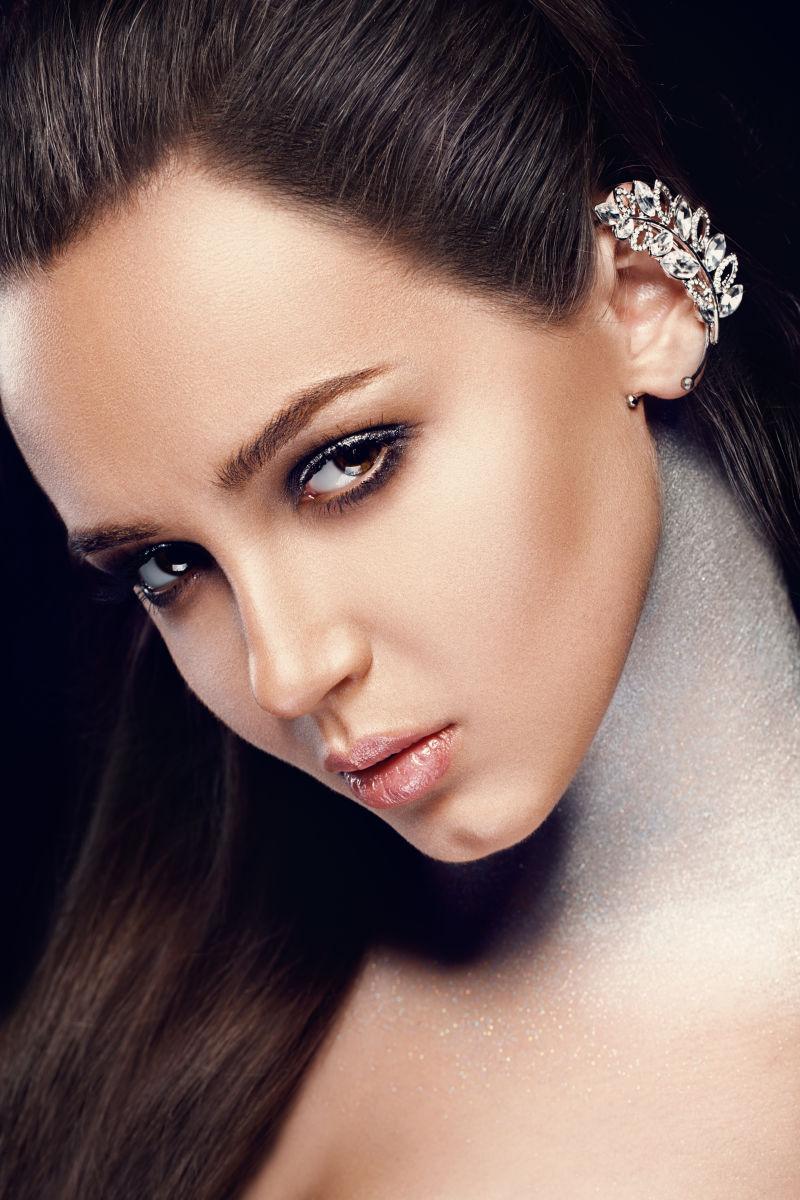 化妆写真的美女