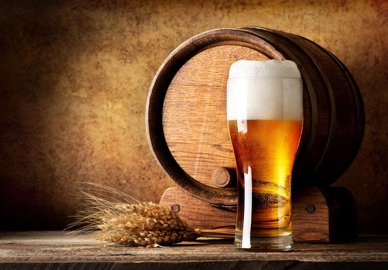 酒杯里的啤酒图片-醇正的麦酒素材-高清图片-摄影照片-寻图免费打包下载