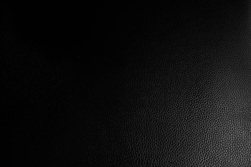 黑色光滑的皮革