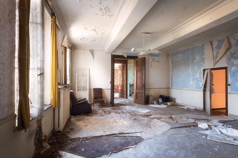 废弃的三人房间