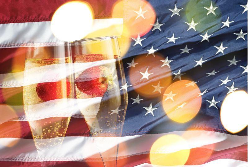 美国国旗下的鸡尾酒