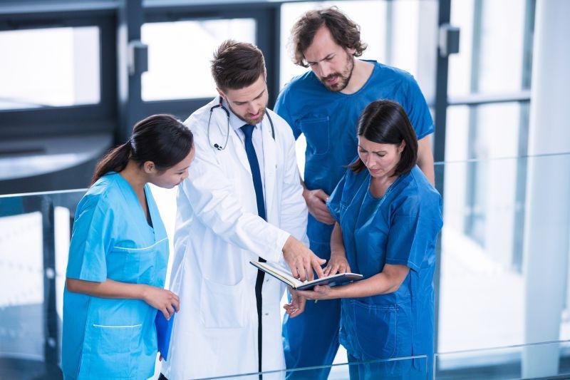 欧美医生和病人13p_图片素材-医生和病人-手的特写镜头-医生在谈论体检结果-医学 ...