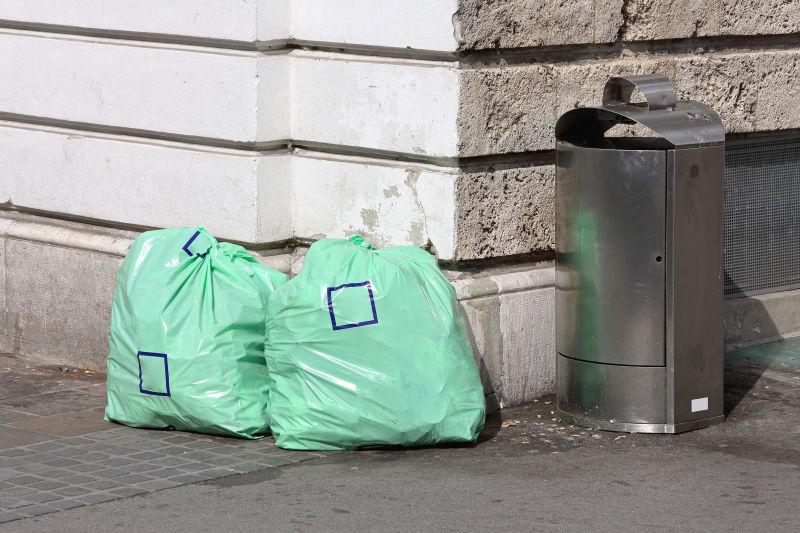垃圾和垃圾箱