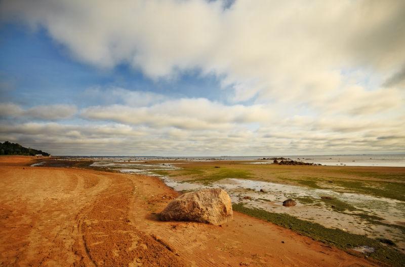 云层下的大石海岸